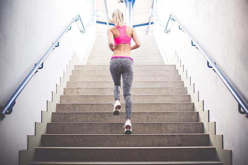 Treppenläufe können effektive HIIT Einheiten sein.