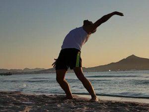 3. Frühsport Übung: Einmal um dich herum.