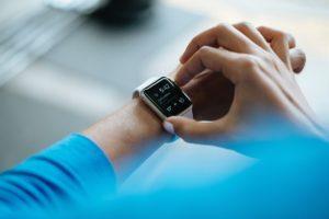 Tritt gegen deinen Fitnesstracker oder deine Smartwatch an.