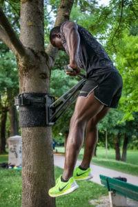 Muscle Ups an der Klimmzugstange