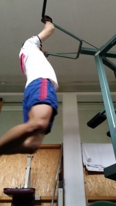 Pullups habe ich fast überall gemacht - am Spielplatz, auf Ästen, im Fitnesstudio, auf Fußballtoren, etc. und mich dabei stark gesteigert