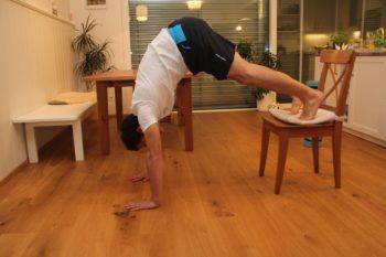 Handstand lernen: Pikes erschwert (Bild 2)