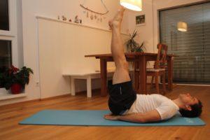 Der Beinheber ist eine super Übung für dein Ganzkörpertraining.