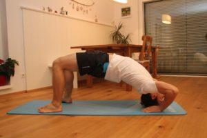 Die Brücke - meine Lieblingsübung wenn es darum geht, deine Rückenmuskulatur stärken zu wollen.