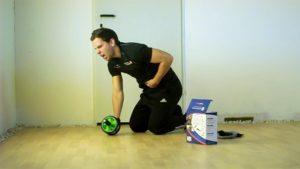 Das Video weiter unten war bereits der zweite Versuch: Beim ersten ging ich unaufgewärmt an die schwierigste Übung - keine gute Idee: Anschließend war ein paar Tage Bauchmuskeltraining Pause angesagt.