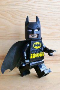 Gehe mit deinem Kühl- und Vorratsschrank beim Abnehmen ohne Diät so vor, wie Batman mit seiner Batcave: Sichere sie ab!