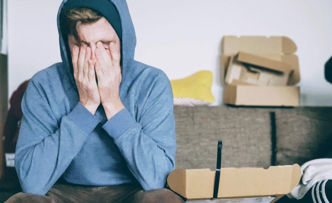Andauernde Schmerzen im oberen Rücken lassen dich langsam verzweifeln? In diesem Artikel bekommst du hilfreiche Tipps!