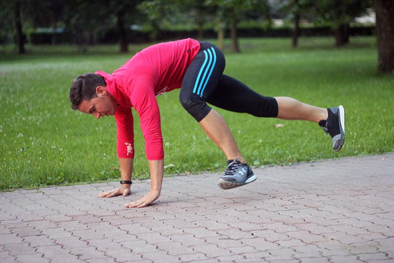 """Ein HIIT Workout mit Bodyweight Übungen hat bei mir meistens auch den sogenannten """"Montain Climber"""" bzw. """"Climber"""" unter den Übungen."""