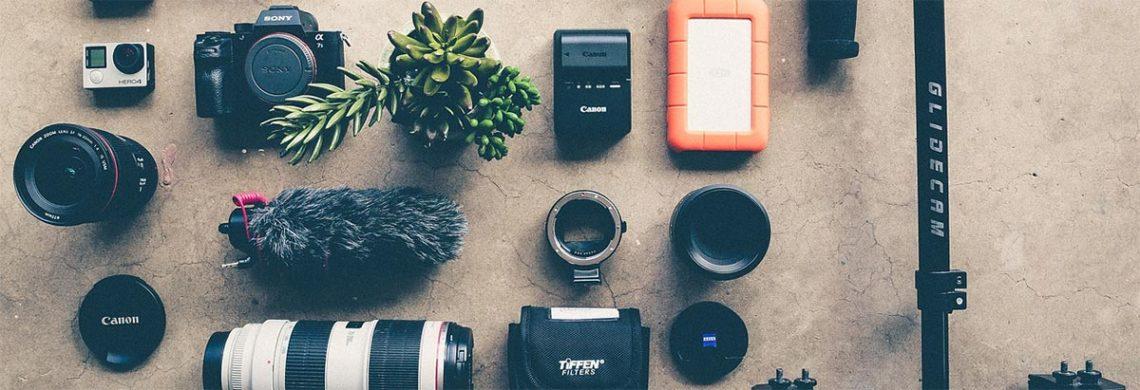 Ganz ohne Equipment tust du dich schwer, wie ein Fotograf, der zwar eine Kamera, aber keine Objektive hat. Du brauchst aber keine Zusatzgewichte!