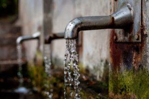 Du hast ständig Hunger? Trinkst du auch genug Wasser? Das könnte dein Problem lösen.