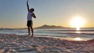 Frühsport Übungen die Erste: Reaching.