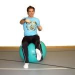 Gymnastikball Übungen - Im Sitzen Boxen am Gymnastikball