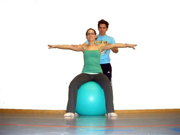 partner bungen mit dem gymnastikball https www. Black Bedroom Furniture Sets. Home Design Ideas