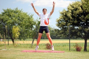 Hampelmann springen als Teil des Scientific 7-Minute Workouts