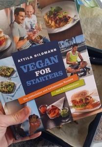 """Ich habe Attila Hildmanns """"Best Müsliriegel in Town"""" etwas abgewandelt, damit ich sie auch während der Anti-Weicker-Challenge essen kann: Also ohne Zucker- und Weizenzusatz."""