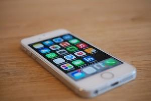 Ein Smartphone hat fast jeder. Eine App ist auch schnell installiert. Es gibt aber auch Nachteile.