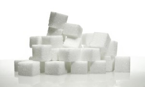 Zucker, Zucker und nochmal Zucker: In fast jedem hoch verarbeiteten Nahrungsmittel ist er enthalten.