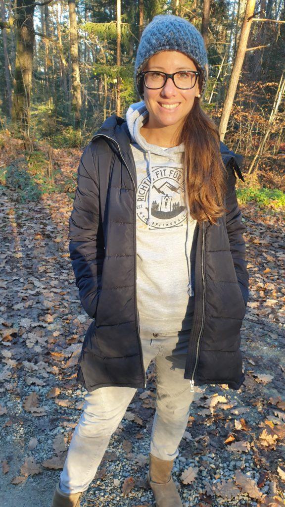 Der Damen-Hoodie mit dem Damen Klimmzug Design.