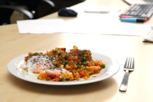 Schnelles Mittagessen im Büro - meine Gemüsepfanne mit Ei