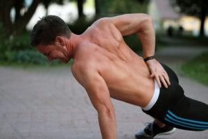 Training bis zum Muskelversagen fordert deinem Körper - und Geist - einiges ab.