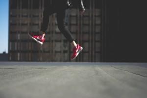 In so manchem Nike Schuh kannst du den Schrittzähler implementieren - allerdings musst du dann immer mit dem gleichen Schuh rumlaufen. ;-)