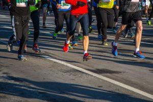 Desto näher dein Halbmarathon rückt und desto besser du wirst, desto spezieller wird auch das Training auf die bevorstehende Wettkampfbelastung angepasst.