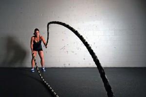 Muskelaufbautraining (Hypertrophietraining) funktioniert wie ein Tau bestehend aus einzelnen kleineren Seilen. Durch richtiges Krafttraining werde deine Muskelfasern dicker, und du wirst stärker. Wie wenn du dickere Seile für dein Tau nehmen würdest.