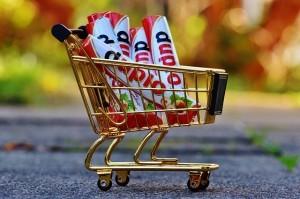 Weiche Regalen mit hoch verarbeiteten Produkten so gut es geht aus, damit sie nicht in deinem Einkaufswagen landen.