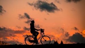 Gesunde Gewohnheiten wie mit dem Rad in die Arbeit fahren machen das Leben leichter.
