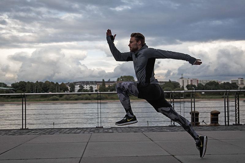 Der Klassiker der dynamischen Übungen - Laufen in verschiedensten Varianten - hier werden deine Muskeln dynamisch beansprucht. Im Gegensatz zu einer statischen Übung wie dem Wallsit. (Foto: ©HeyMarw)