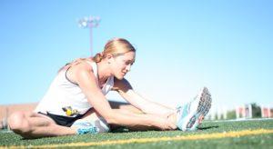 Statisches Dehnen ist der Klassiker im Beweglichkeitstraining und auch jedem Hobbysportler bekannt.