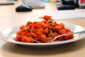 Wenn du Kohlenhydrate gut verträgst ist das ein prima gesundes Mittagessen im Büro für dich.