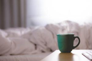 Ein heißer Tee wirkt Wunder und wärmt dich schön von innen.