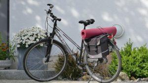 Fitnessmatten sind auch leicht zu transportieren, falls dein Training mal nicht zu Hause stattfinden sollte.
